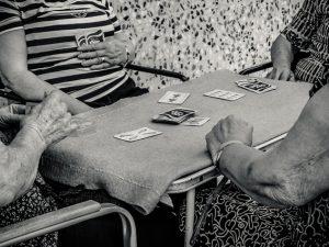 JUGANDO LAS ÚLTIMAS CARTAS